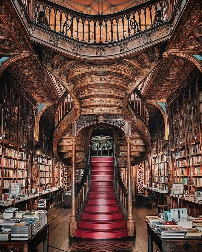 Библиотека Livraria Lello в Португалии.