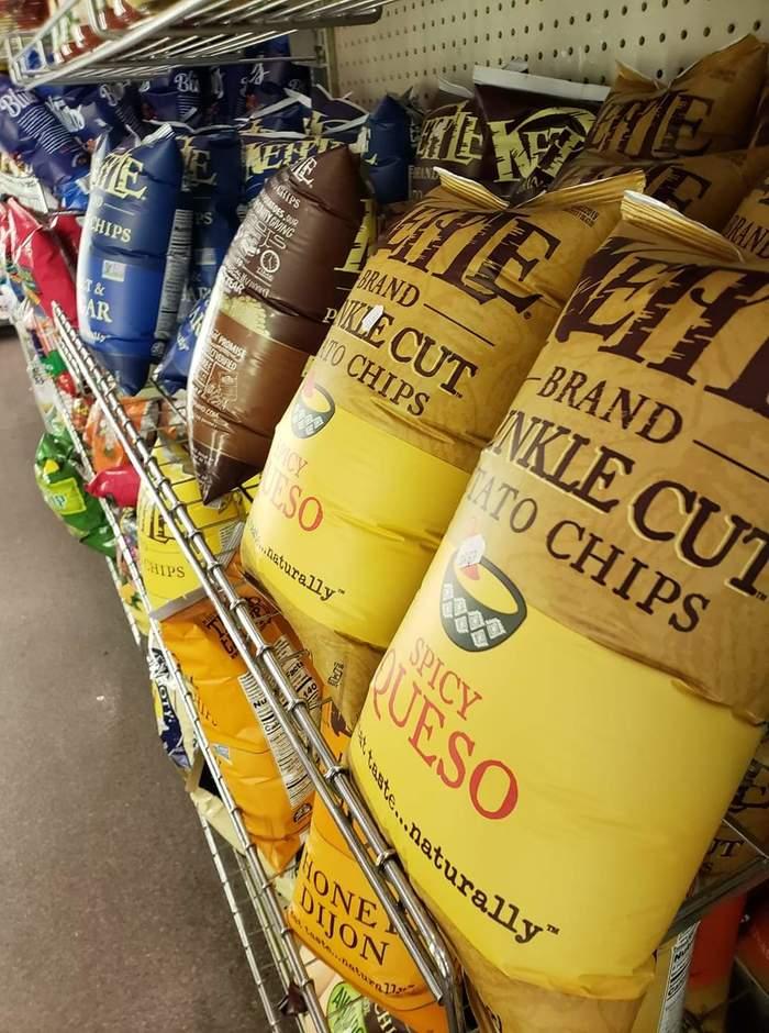 Как выглядят пачки чипсов в магазине на высоте 2270 м выше уровня моря