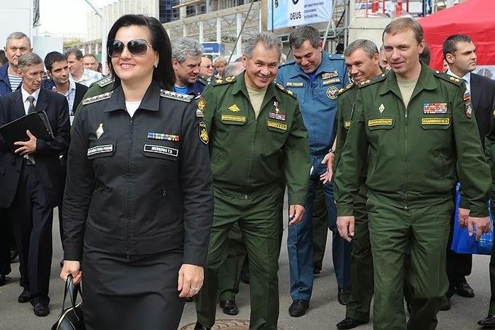 Девушка-адмирал Сергей Шойгу, Адмирал, Звания