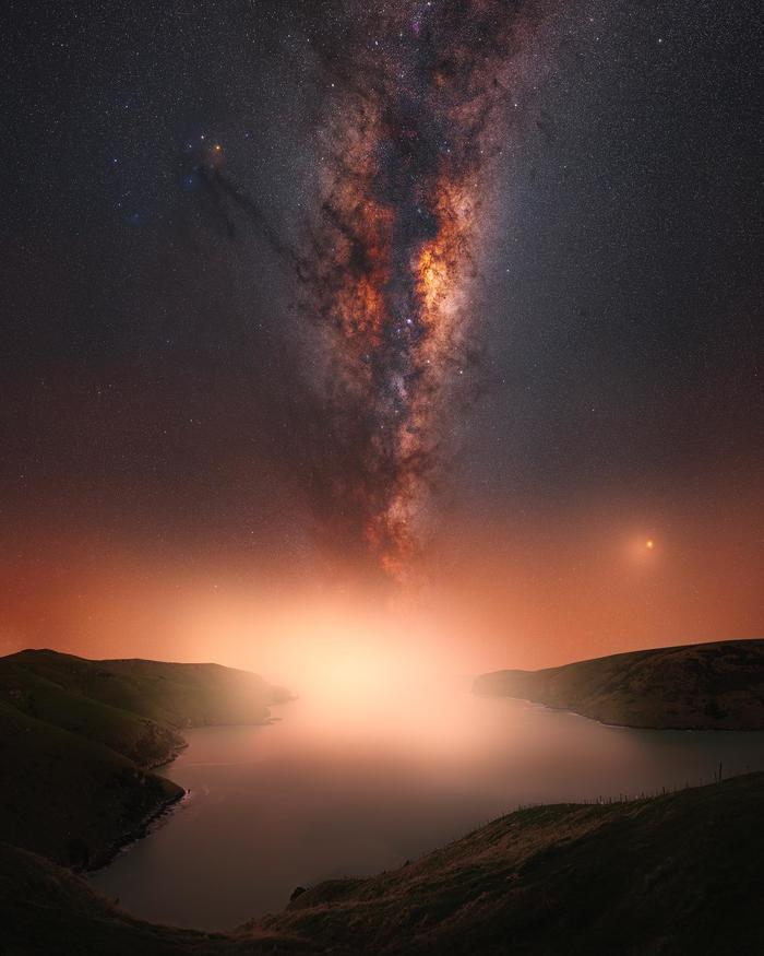 Млечный Путь над заливом Ле Бон, Новая Зеландия. Время экспозиции - час.