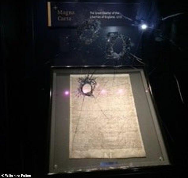 Полицейские задержали мужчину, который пытался украсть экземпляр Великой хартии вольностей 1215 года из Солсберийского собора Солсбери, Хартия вольностей, Кража, Политика