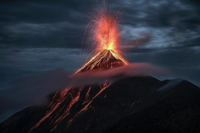 Извержение вулкана на Гватемале.