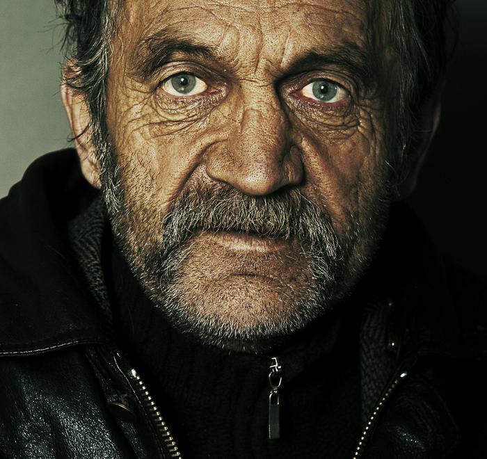 """""""Мужик! Купи пластинки! Хорошие есть..."""" Минск. 24.11.2010 г. 11:37. Леонид."""