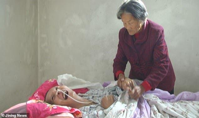 В Китае мужчина очнулся после 12-летней комы Кома, Мама, Материнская любовь, Китай, Видео