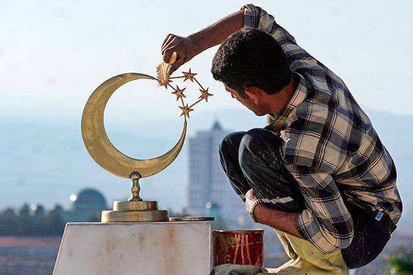 Сказке конец. Туркмены построили свой СССР. Теперь они много работают, мало едят и любят вождя Туркменистан, Туркменбаши, Рухнама, Тоталитаризм, Культ личности, Кризис, Длиннопост, Гурбангулы Бердымухаммедов