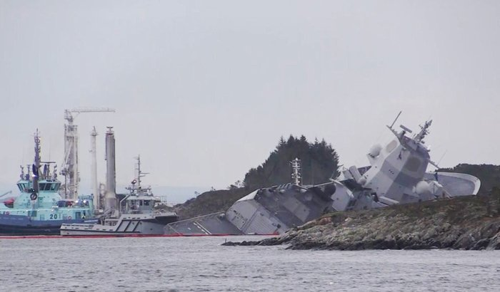 Норвежский фрегат столкнулся с танкером. Норвегия, Фрегат, Танкер, Столкновение, Затонувшие корабли, Длиннопост