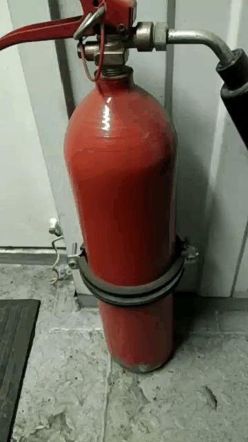 В случае пожара - бегите. Пожарная безопасность, Крепёж, Гифка, Огнетушитель