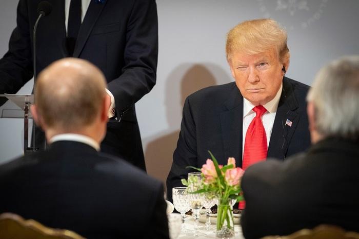 Трамп и Путин во время рабочего завтрака мировых лидеров в Елисейском дворце Общество, Политика, Юмор, Париж, Трамп, Путин, Макрон, Фотография