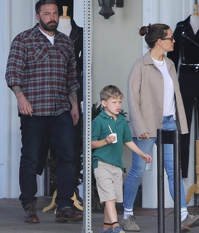 Почему сын Бена Аффлека сильно похож на Мэтта Дэймона?