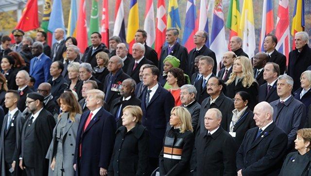 Порошенко резко отреагировал на вопрос о рукопожатии Трампа Общество, Политика, Украина, Париж, Порошенко, Российские СМИ, РИА Новости, Трамп, Видео