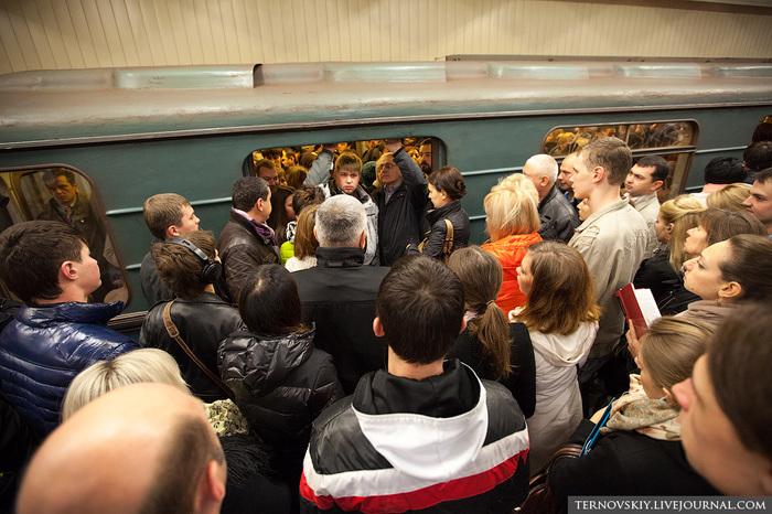 Час-пик в метро, потерянности. Давка, Метро, Iphone, Наушники, Потерянные вещи, Без рейтинга