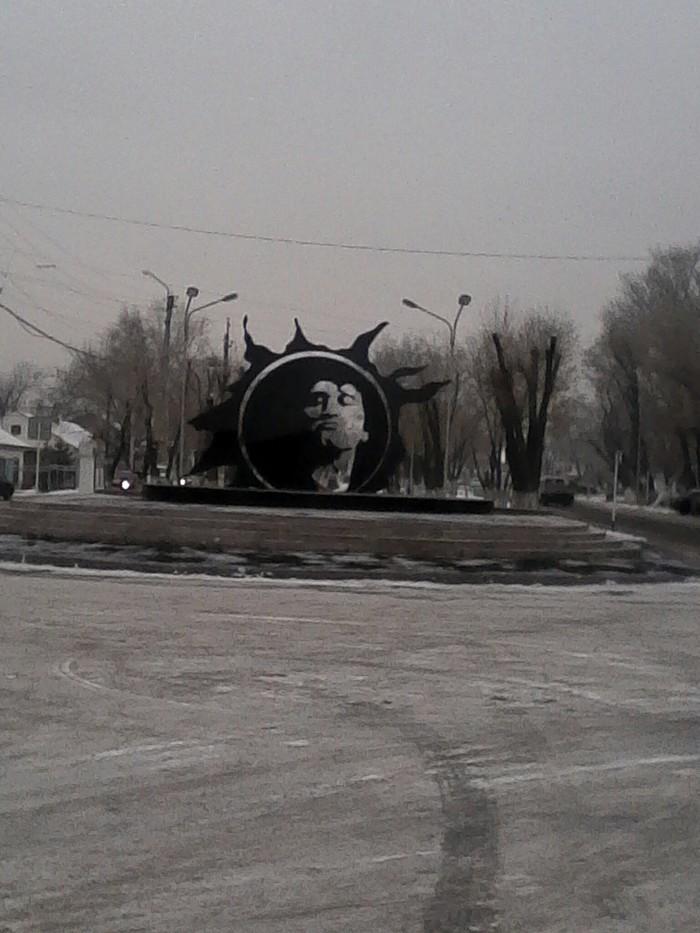 Звезда по имени Солнце Памятник, Виктор Цой, Цой-Жив