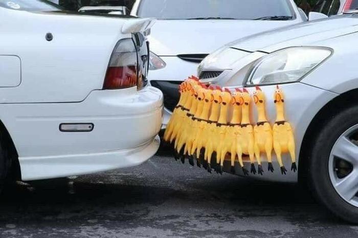 """Мадам любит парковаться до характерного звука"""