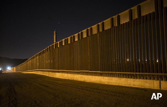 Reuters: Трамп разрешил военным на границе с Мексикой стрелять на поражение Общество, Политика, Трамп, США, Граница, Мексика, Военные, Twitter