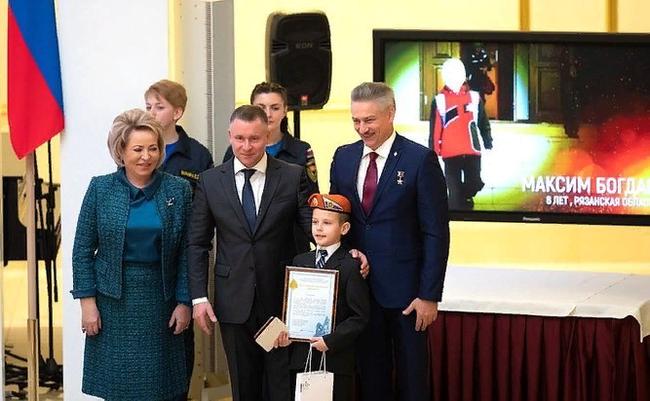 Спасший семью на пожаре мальчик-герой оказался в дикой ситуации Новости, Пожар, Мальчик герой, Ювенальная юстиция, Длиннопост