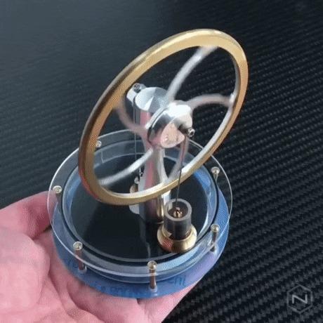 Двигатель Стирлинга работает от тепла ладони