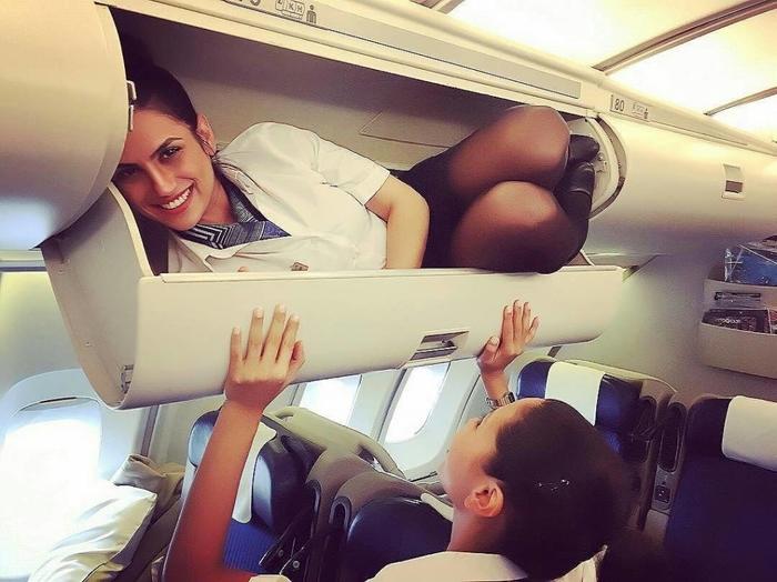 Чем занимаются стюардессы пока не кого нет Аэропорт, Стюардесса, Самолет, Рейс, Длиннопост