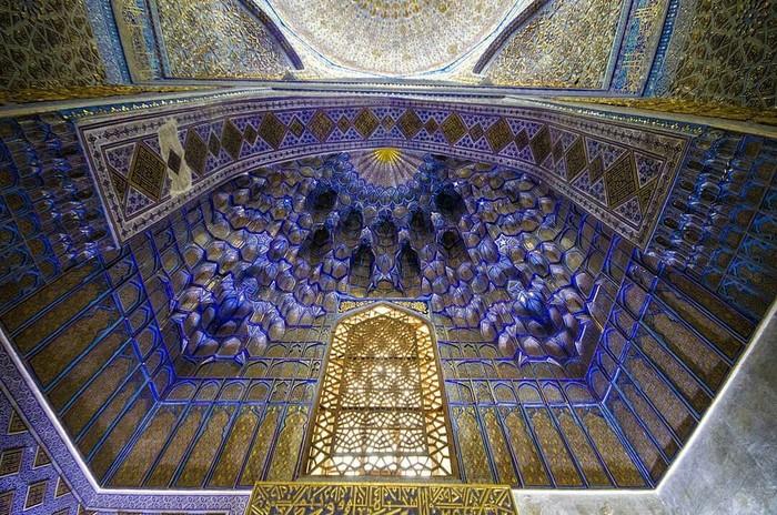 Потолок гробницы Тамерлана. Мавзолей Гур-Эмир в Самарканде, Узбекистан.