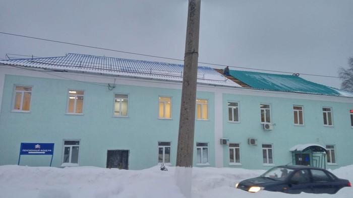В пгт. Яшкино (Кузбасс) Пенсионный Фонд России меняет новую синюю кровлю на новую зеленую ПФР, Коррупция, Яшкино