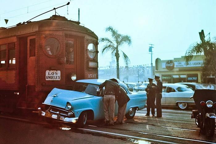 Столкновения Форда и пригородного поезда Железная Дорога, Авария, Поезд, Лос-Анджелес, Форд, США, Фотография
