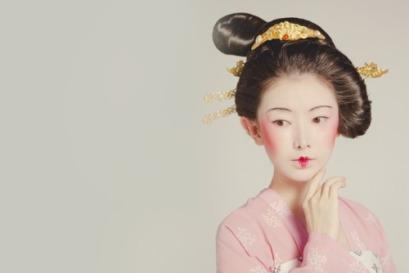 Большую пизду японских девушек развращают в кинотеатрах рот огромными сиськами