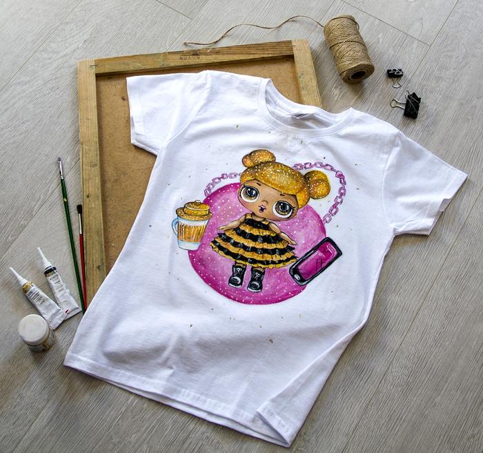 Ручная роспись футболки для девочки Футболка, Ручная роспись одежды, Лол, Кукла, Одежда, Стиль, Роспись по ткани, Длиннопост