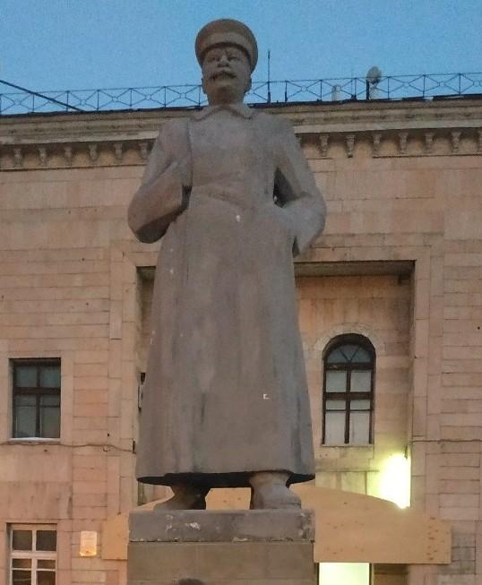 Памятник И.В Сталину в г. Алматы. Сталин, Памятник, Алматы, Длиннопост