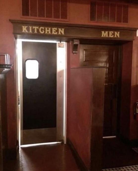 Когда все на своих местах Сексизм, Туалет, Кафе