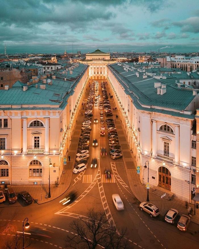 Идеально пропорциональная улица Зодчего Росси, Санкт-Петербург