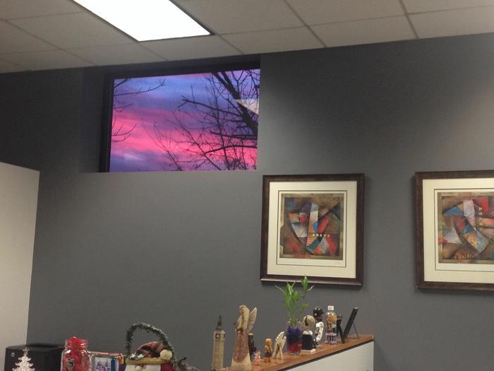 Лучшая картина в этом офисе - окно