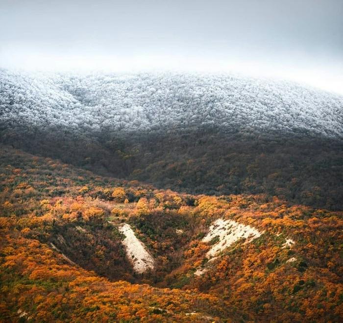 Гора Колдун, Мысхако, Новороссийск. Тот момент, когда осень борется с зимой.  Фото: eyemaxi Россия, Зима, Осень, Фотография, Красота, Природа, Красота природы, Новороссийск