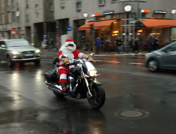 Праздник к нам приходит Праздники, Берлин, Мотоциклист, Санта Клаус, Фотография