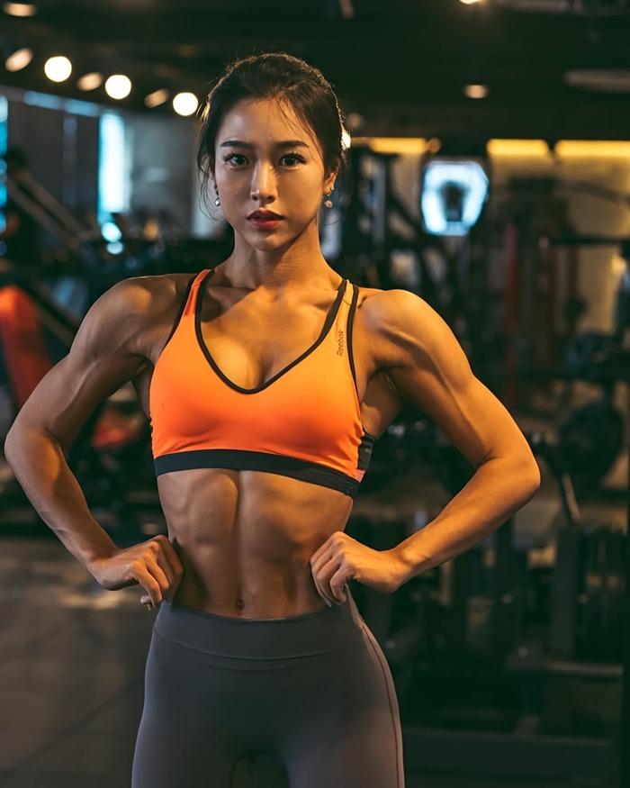 Olivia Yoon (@olivia.yoon_) Olivia Yoon, Крепкая девушка, Азиатка, Красивая девушка, Девушки, Фитоняшка, Фотография, Спортивные девушки, Длиннопост