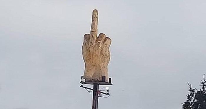 """Эпичный Fuckoff"" за 4000 usd. Протест, Fuck, Неприличный жест"