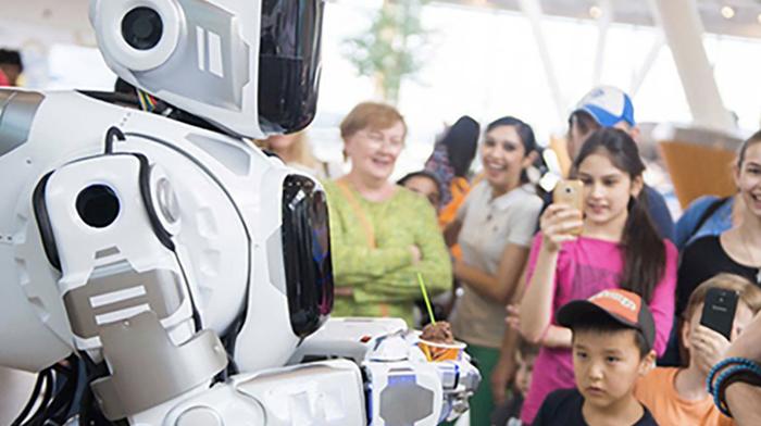 «Россия 24» выдала за робота Бориса ряженого в детский костюм танцора Россия 24, Робот, Видео