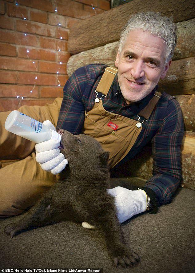 Британский фотограф стал приемным папой медвежатам в России Медведь, Природа, В мире животных, Детеныш, Длиннопост