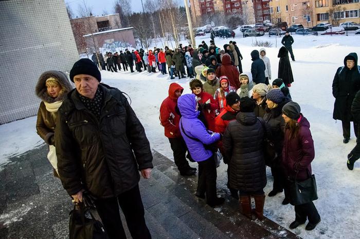 В Петрозаводске не хватает школ, родители дежурят на морозе в очередях за несколько недель до начала записи! Образование, Денег нет, Дети, Школа, Петрозаводск, Родители, Длиннопост, Негатив