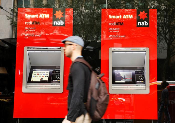 Научившегося брать деньги из ниоткуда австралийца замучила совесть Австралия, Банкомат, Обман, Роскошь