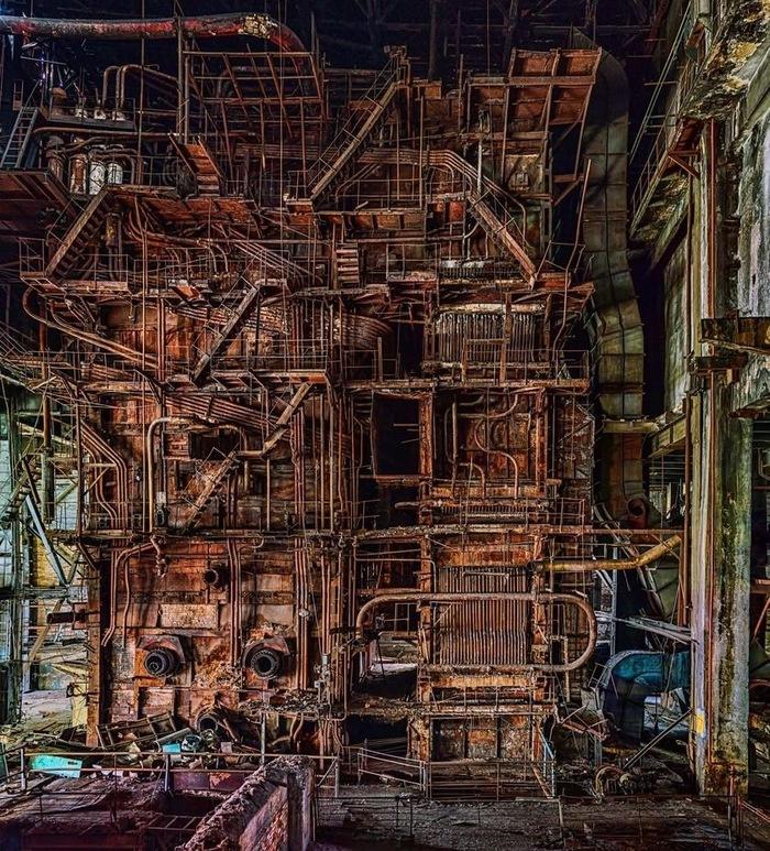 Это сердце московского «ЗИЛ» — котел, построенный в 1936 году и питавший электроэнергией помещения завода и окрестные районы. Завод, Энергия, ЗиЛ