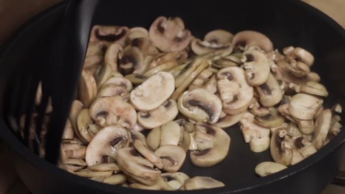 Неправильный, но очень вкусный плов с грибами Плов, Рис, Грибы, Рецепт, Видео рецепт, Кулинария, Еда, IrinaCooking, Видео, Длиннопост