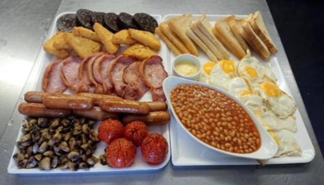 В британском кафе подают завтрак, который никто не может съесть. Англия, Завтрак, Большая порция, Из сети