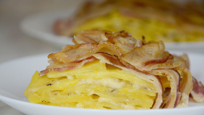 Картошка с беконом и сыром в духовке Картошка с беконом, В духовке, Картофель, Сыр, Кулинария, Видео рецепт, Вкусно, Рецепт, Видео, Длиннопост