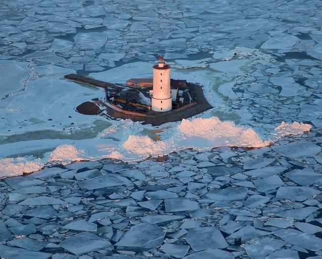 Старый маяк Маяк, Лёд, Зима, История