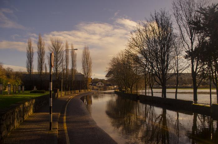Наводнило в Ирландии Ирландия, Наводнение, Lidl, Mallow, Фотография, Река, Утро, Дорога