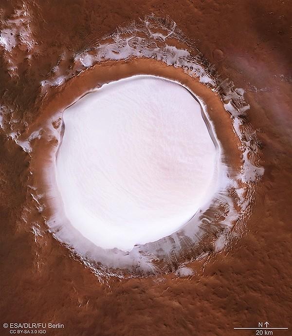 """Астрономы сфотографировали гигантское """"ледяное озеро"""" на Марсе Марс, Космос, Длиннопост"""