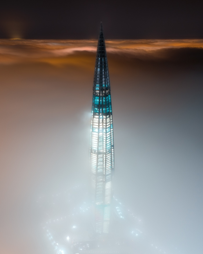 Небоскреб в тумане