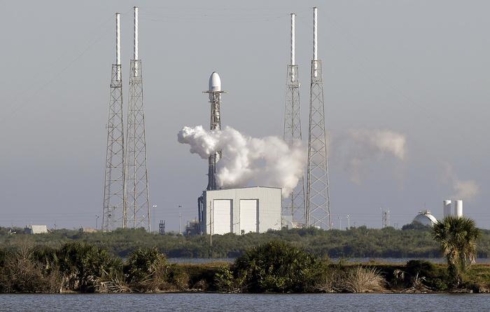 SpaceX запустила ракету с навигационным спутником ВВС США Spacex, Falcon 9, Запуск ракеты, Спутник, GPS, Космос, Техника, Технологии