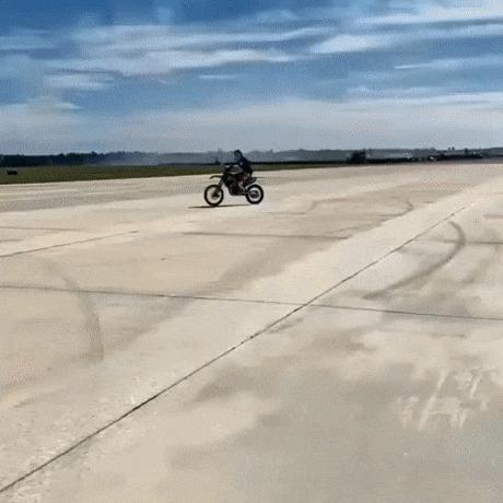 Прыжок над самолетом
