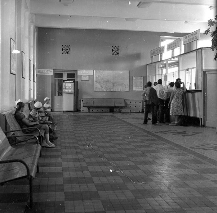 Вокзал времён СССР. Старое фото, колоризация Колоризация, СССР, Вокзал, Зал ожидания