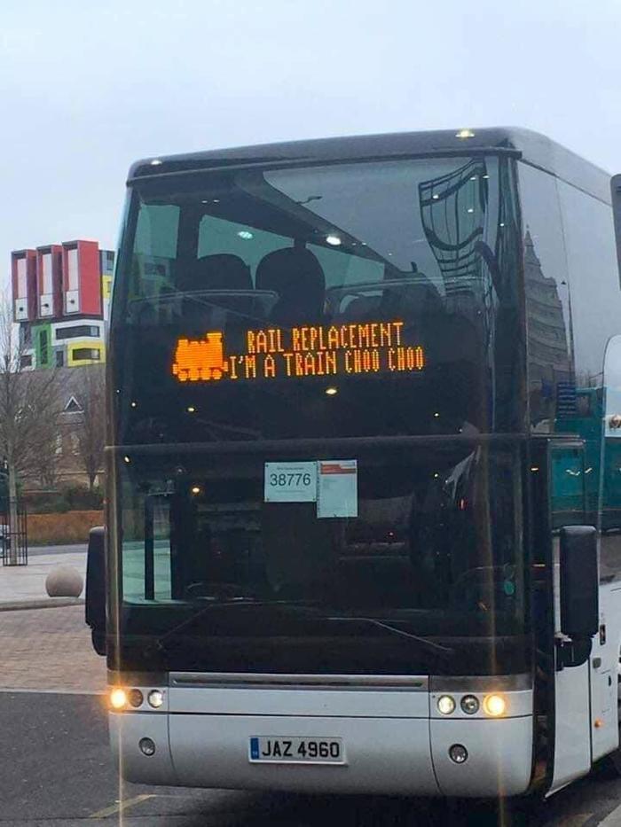 Когда рельсовый маршрут заменили автобусным Автобус, Поезд, Рельсы, Табло, Юмор, Надпись, Общественный транспорт